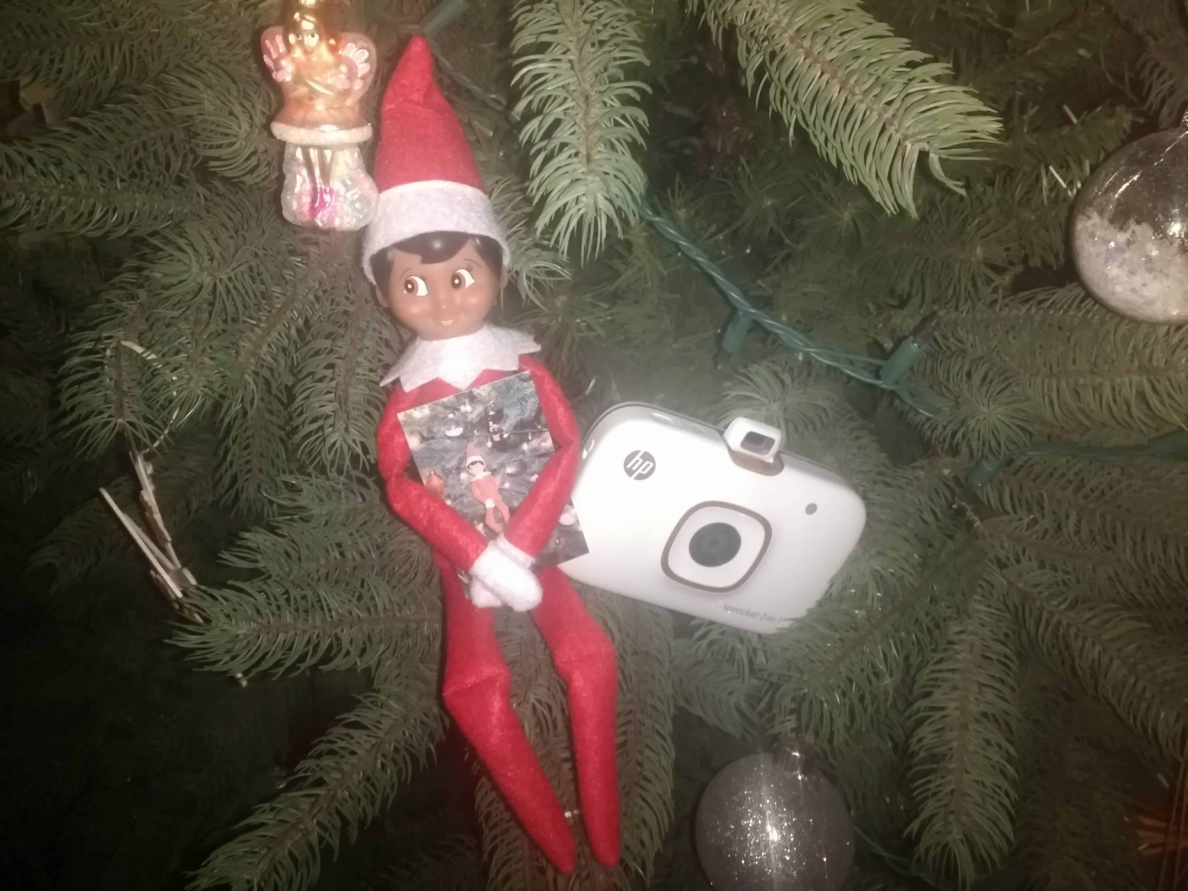An easy #elfontheshelf idea- take an #elfie with the HP 2-in-1 Sprocket! #ad thesaltymamas.com