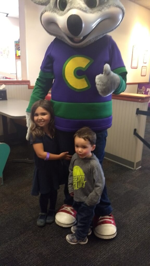 kids with chuck e cheese