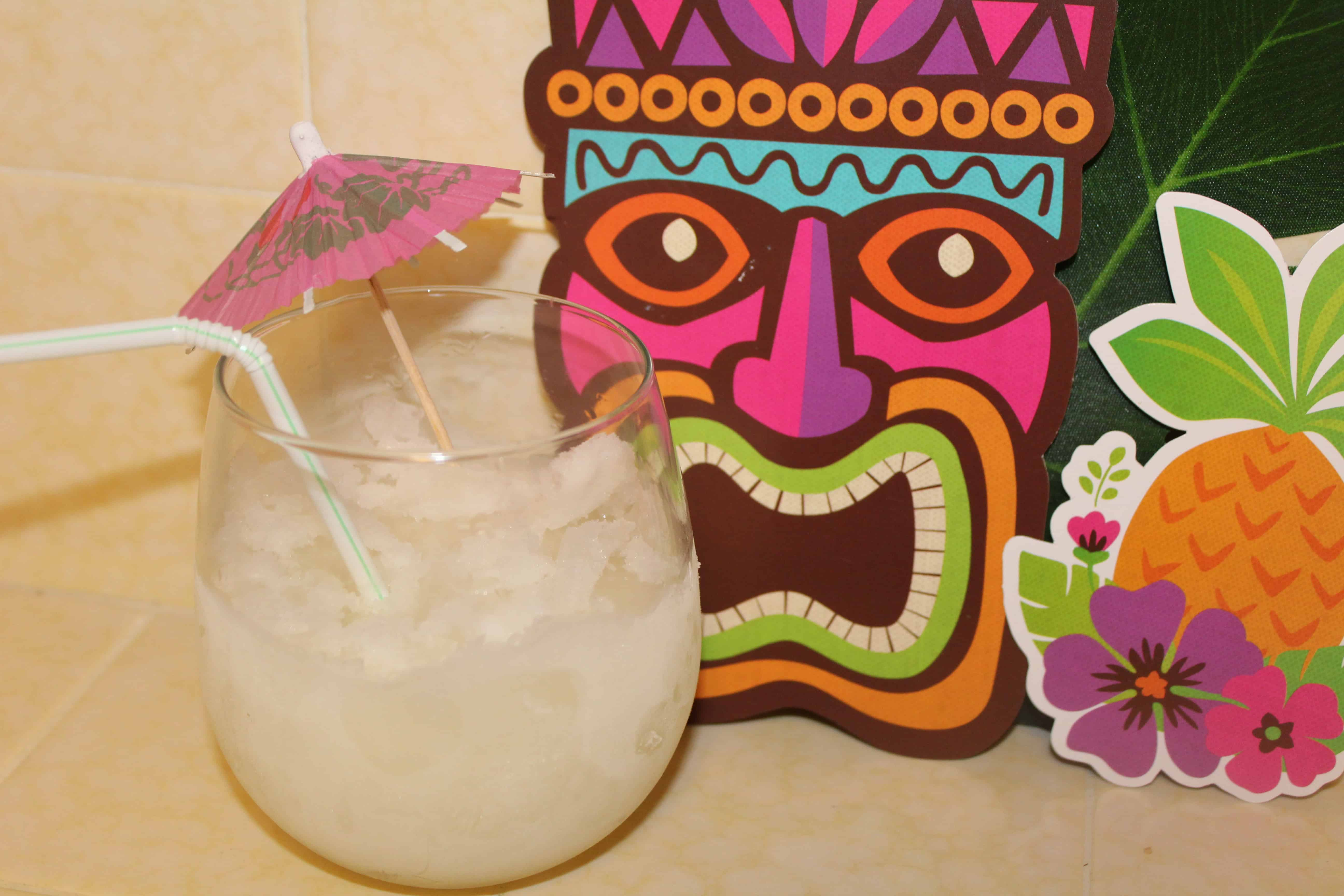 alcoholic lemonade with umbrella