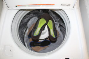 rothys in a washing machine with bath towels