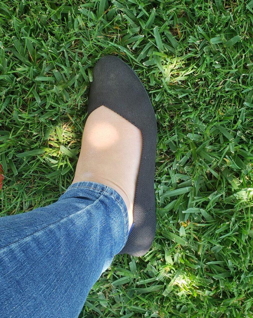 black round toe rothys flats