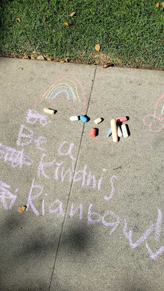 chalk drawing: be a kindess rainbow